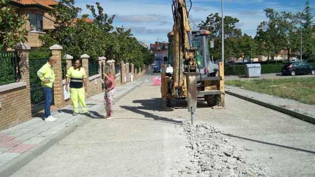 Obras de abastecimiento de agua en la calle Zurbarán de Santa Marta