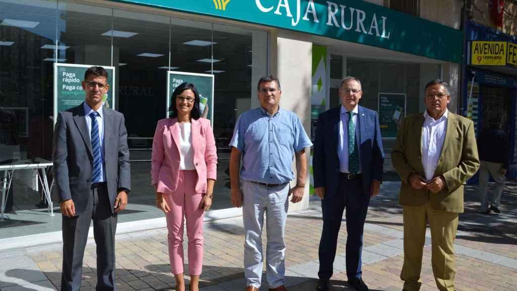 Equipo personal que atenderá en el nuevo espacio de Caja Rural de Salamanca