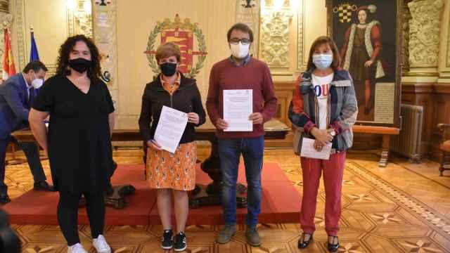Representantes del Ayuntamiento y VallaEcolid tras la firma del convenio