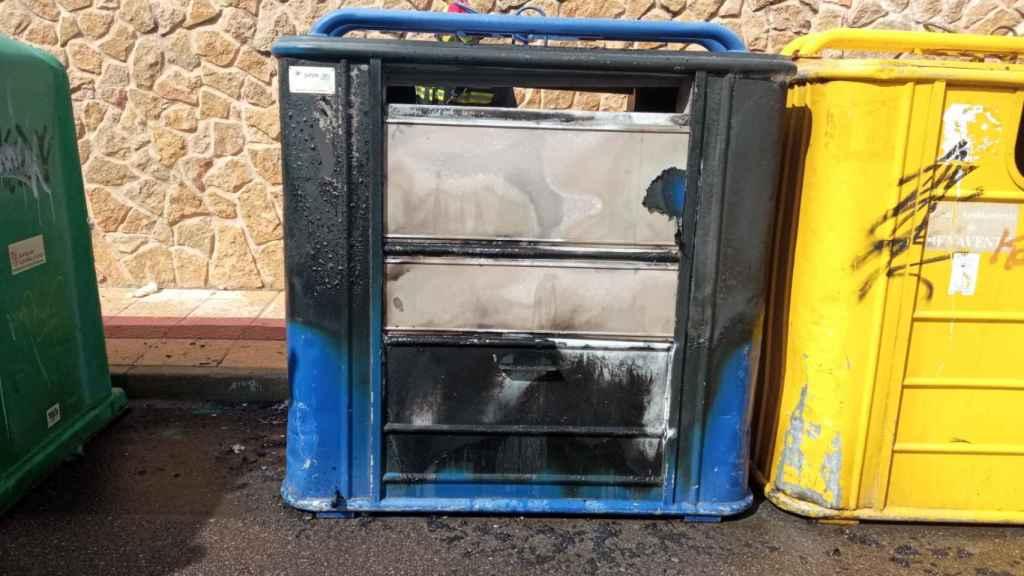 Contenedor quemado por dos menores en Benavente