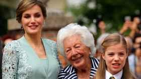 Menchu Álvarez del Valle junto a su nieta, la reina Letizia, y su bisnieta, la infanta Sofía.