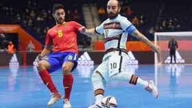 Ricardinho ante la selección española de fútbol sala