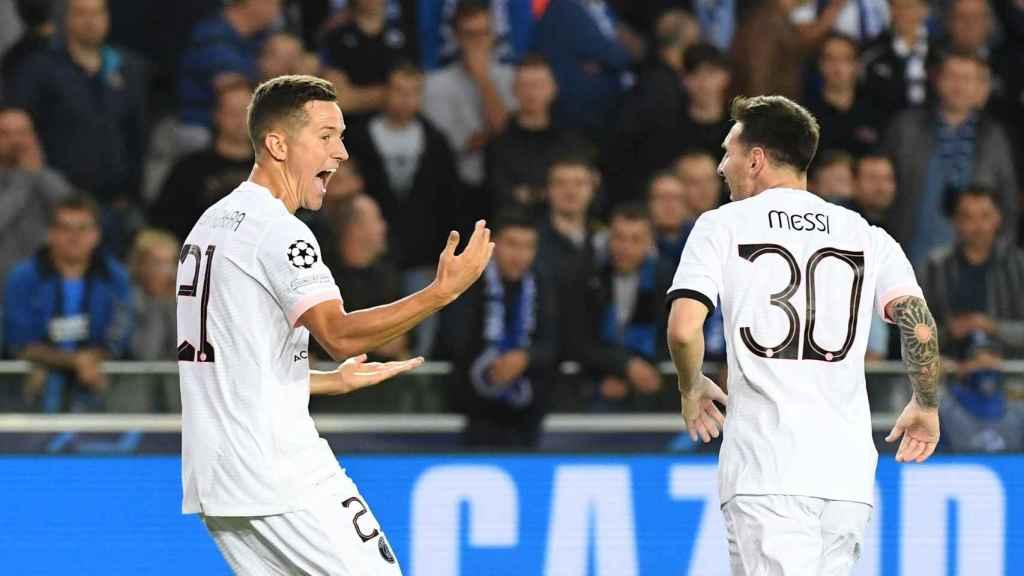 Ander Herrera y Leo Messi durante un partido del PSG