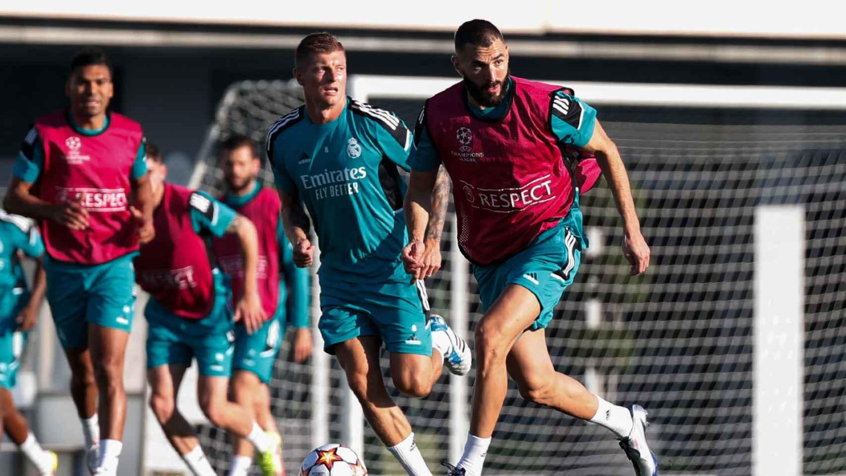 Karim Benzema, con el balón durante el partido de entrenamiento