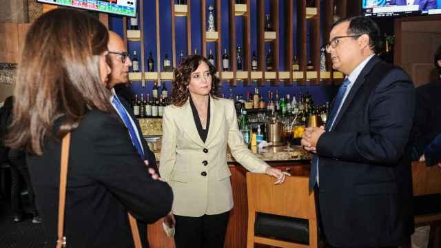 La presidenta de la Comunidad de Madrid, Isabel Díaz Ayuso, a su llegada al restaurante Fogo de Chao para un almuerzo, a 27 de septiembre de 2021, en Nueva York (EEUU).