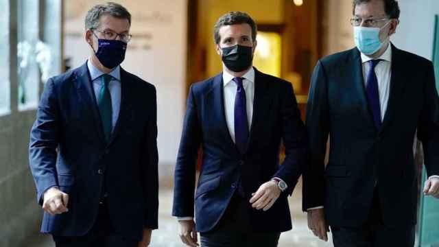 Feióo, Casado y Rajoy, este lunes en Santiago de Compostela.