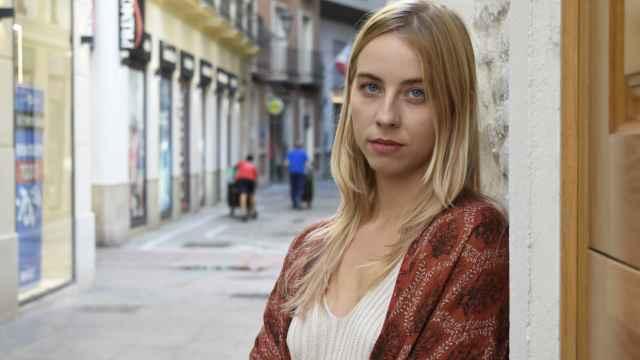 La editora Victoria Borrás posa en el centro de Málaga.