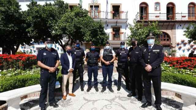 Miembros de la Policía Nacional francesa se incorporan en el patrullaje de Marbella.