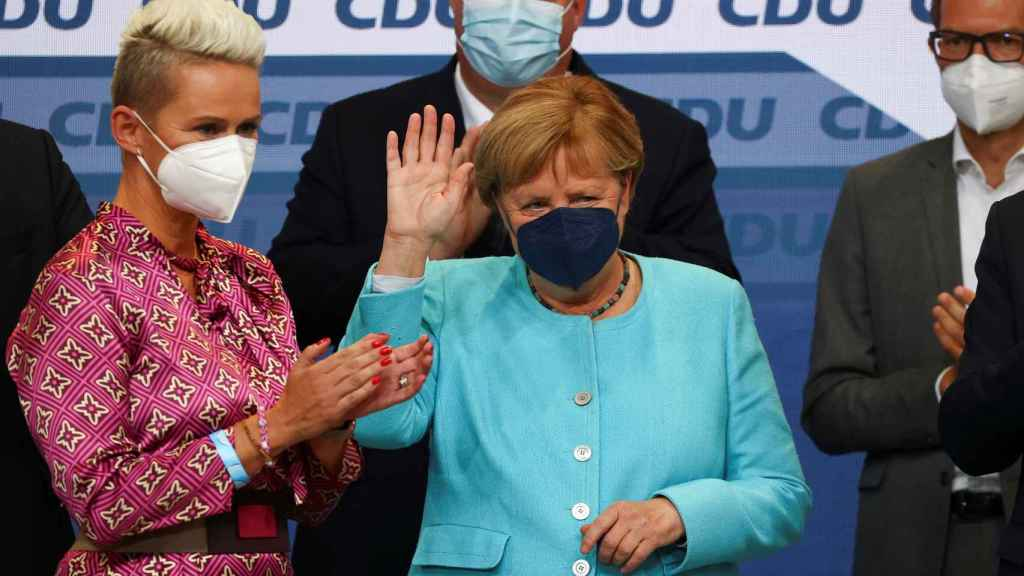 Angela Merkel siguió la noche electoral con sus compañeros de la CDU.