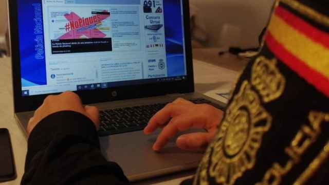 Un agente de la Policía Nacional advierte a través de Internet del riesgo de estafa