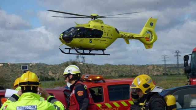 Trasladan en helicóptero a un herido en la colisión de dos camiones en Toledo