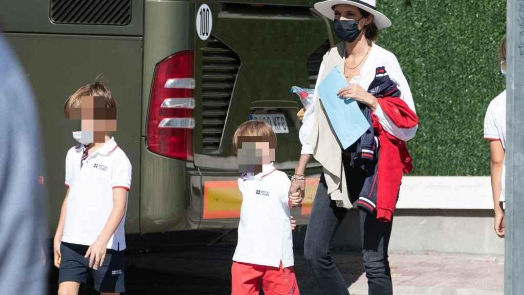 Sara Carbonero, con sus hijos en Madrid.
