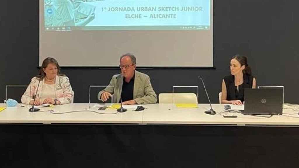 Emilio Vicedo y las concejales de Educación de Alicante y Elche, durante la presentación.