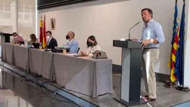 El líder del PP de Elche, Pablo Ruz, durante el pleno celebrado este lunes.