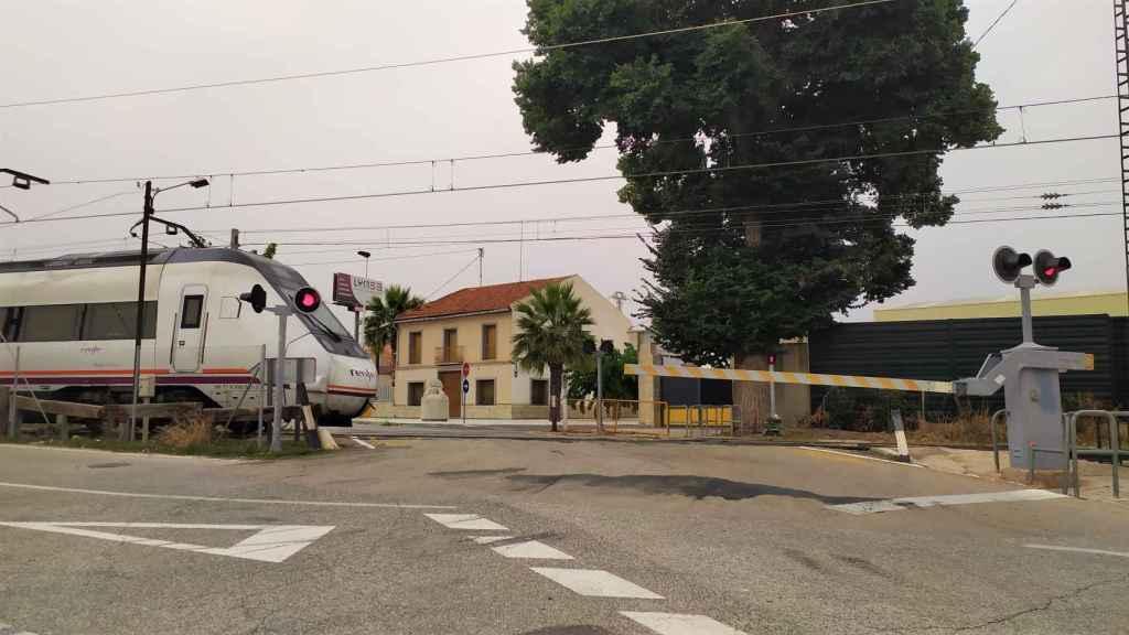 El accidente ferroviario de Novelda se produjo en un paso a nivel que está pendiente de suprimirse desde 2017.