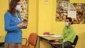 La consejera de Empleo e Industria, Ana Carlota Amigo, visita el taller de empleo en el Aula de la Naturaleza de Villaobispo