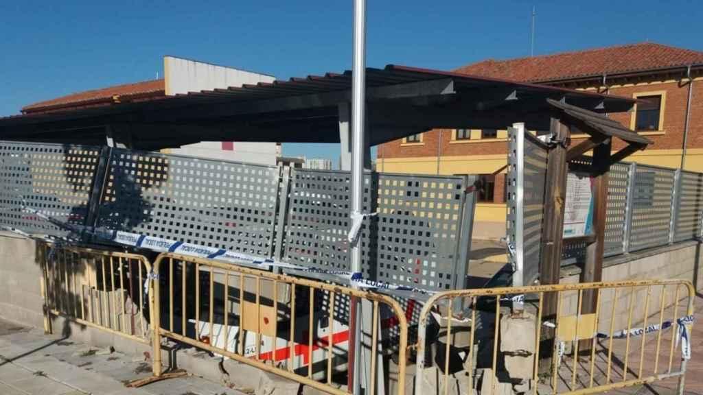 Daños materiales causados por una carrera ilegal en Puente Castro