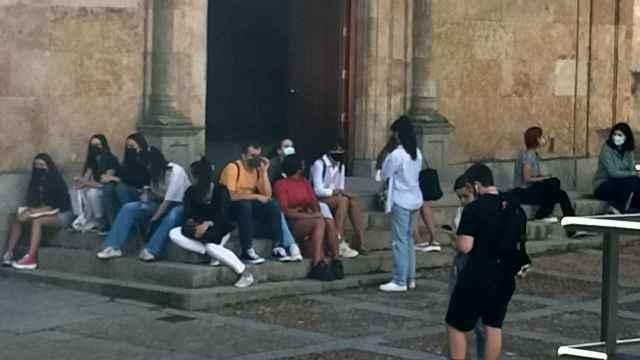 Estudiantes en la plaza de Anaya