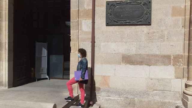 Momento de entrega de las firmas en la Diputación de Zamora