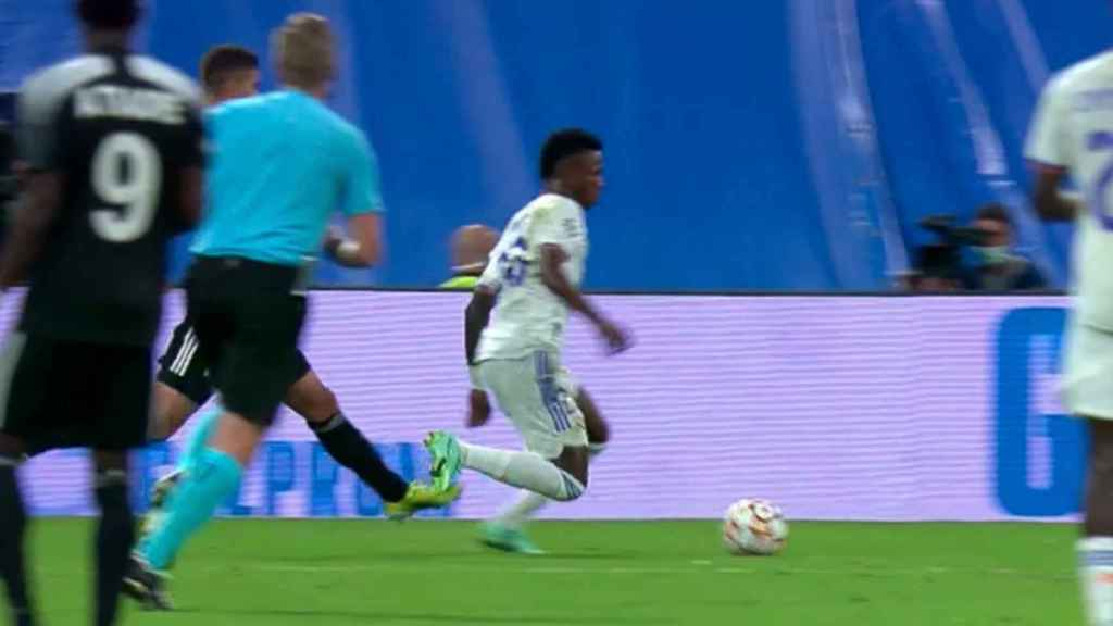 Penalti no pitado sobre Vinicius