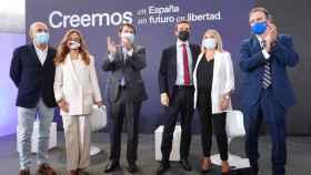 Pablo Casado y Alfonso Fernández Mañueco junto a Marimar Blanco y el resto de intervinientes en la primera mesa de la Convención Nacional del PP en Valladolid