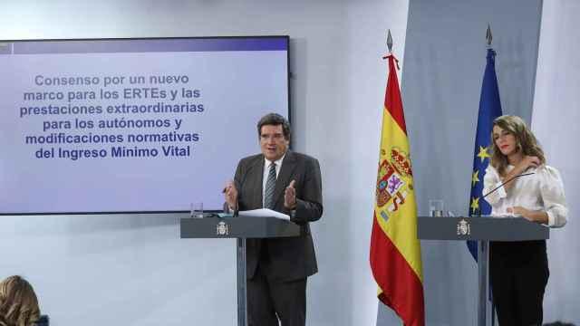José Luis Escrivá, ministro de Inclusión, Seguridad Social y Migraciones, y Yolanda Díaz, vicepresidenta segunda de Trabajo y Economía Social.