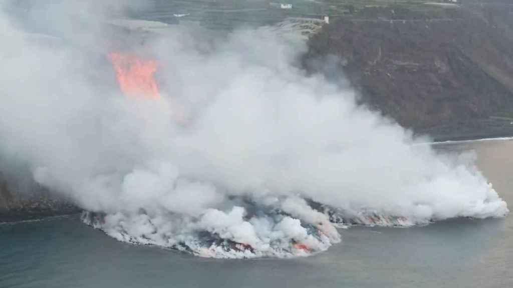 La lava llega al mar. Reuters