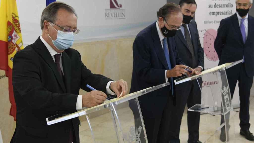 Firma del convenio de colaboración entre el Teatro Real y el Gobierno de Ceuta.
