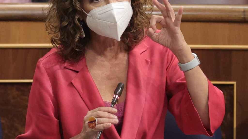 La ministra de Hacienda, María Jesús Montero, durante una sesión de control al Gobierno en el Congreso.