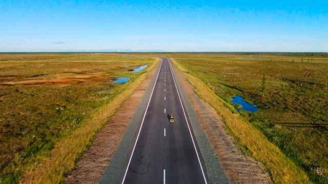 Manuel Lorenzo recorrió los miles de kilómetros entre Alicante y Siberia con su moto Harley-Davidson.