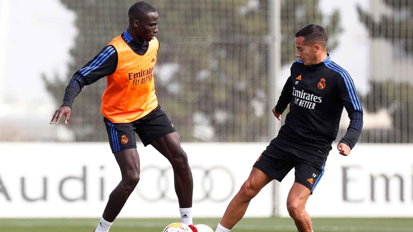 Ferland Mendy y Lucas Vázquez, en el entrenamiento del Real Madrid