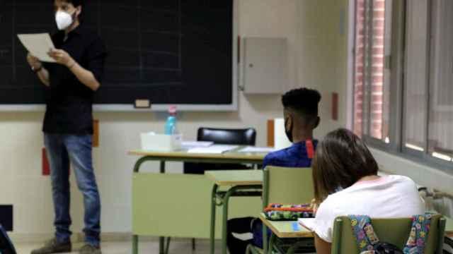 Imagen de archivo de un profesor dando clase