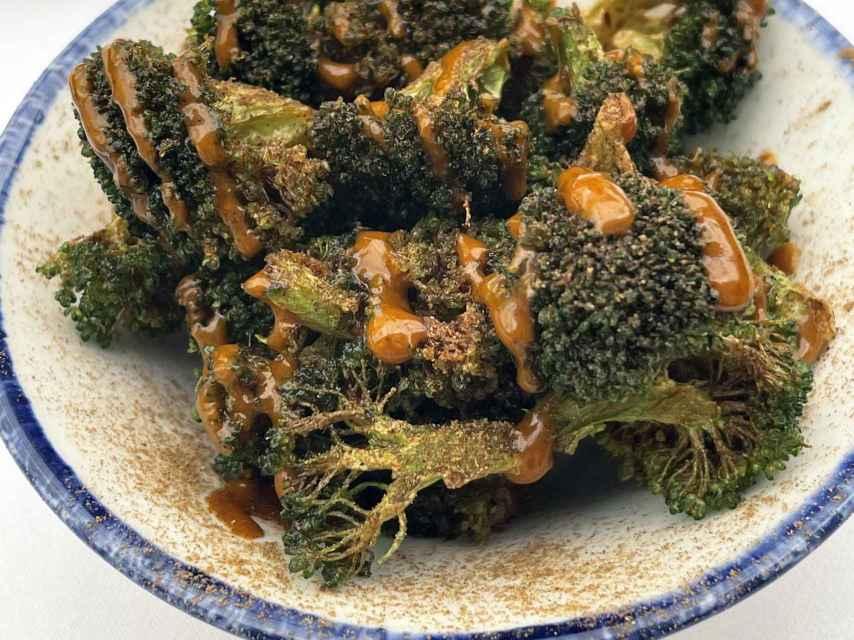 Brócoli con salsa kimchi y canela