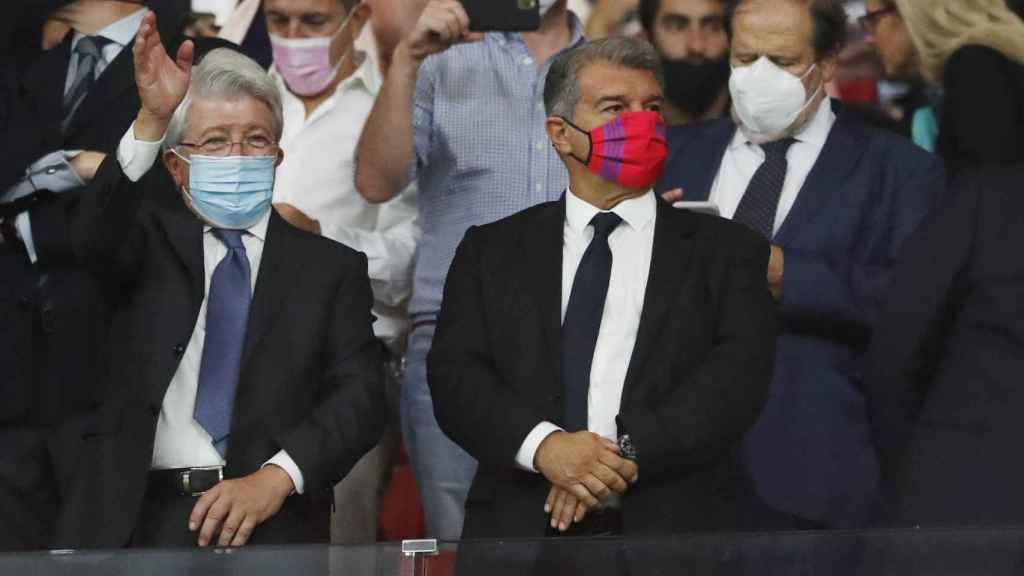 Enrique Cerezo y Joan Laporta en el palco del Wanda Metropolitano antes del Atlético - Barcelona