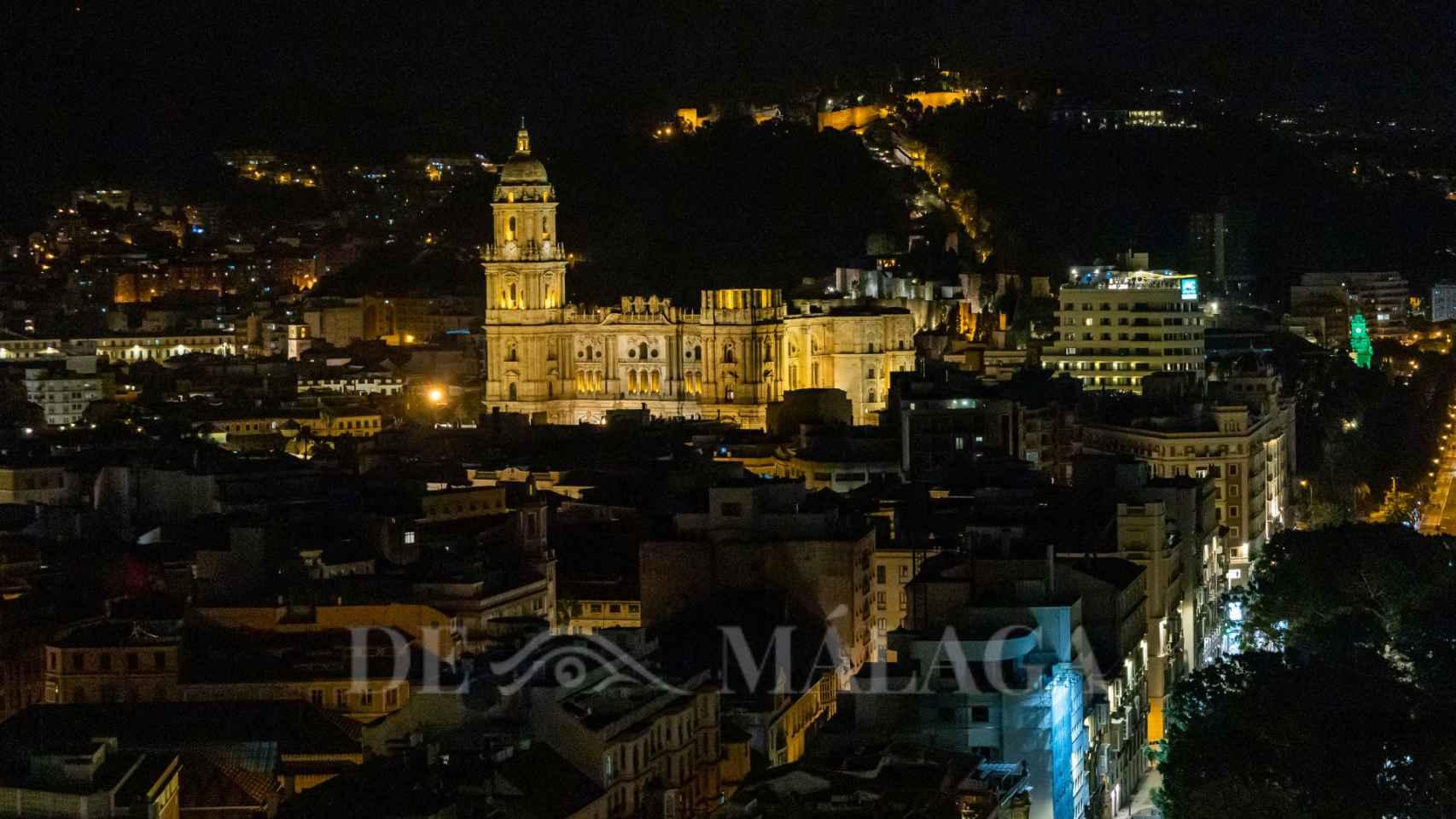 Así se ve Málaga de noche desde lo más alto de uno de sus edificios icónicos