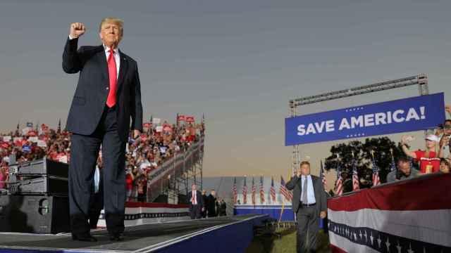 El expresidente de Estados Unidos Donald Trump antes de un discurso en Perry, Georgia, EEUU.