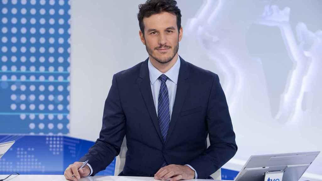 Diego Losada presenta el 'Telediario Fin de Semana' en la nueva temporada.