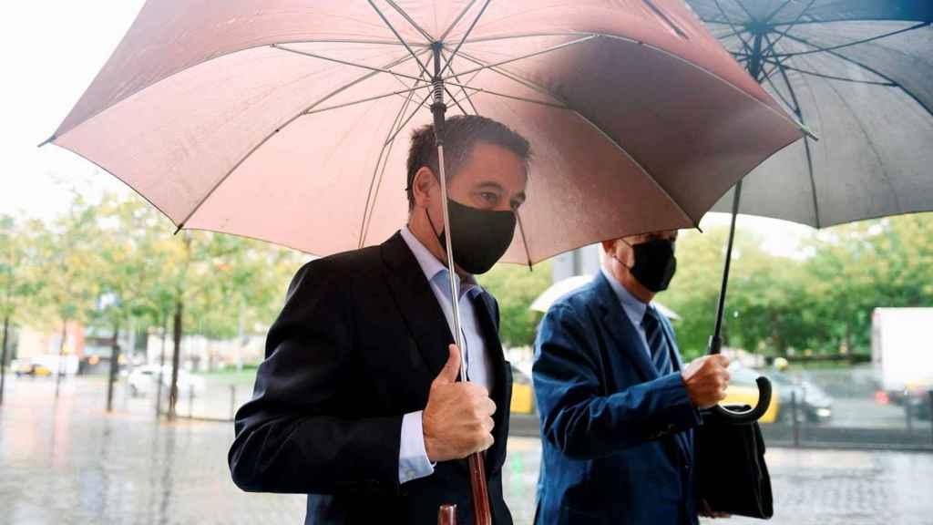El expresidente del FC Barcelona Josep Maria Bartomeu a su llegada a la Ciudad de la Justicia de Barcelona donde este lunes declara ante el Juzgado de Instrucción Número 13 de Barcelona por la querella del fundador del Grupo Mediapro, Jaume Roures, por posibles calumnias e injurias en relación con el caso 'Barçagate'.