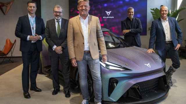 Werner Tietz junto con el presidente de Seat, Wayne Griffiths.