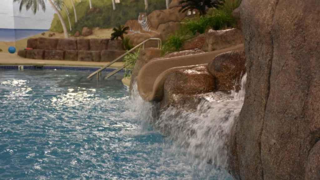 Así es la piscina cubierta del búnker.