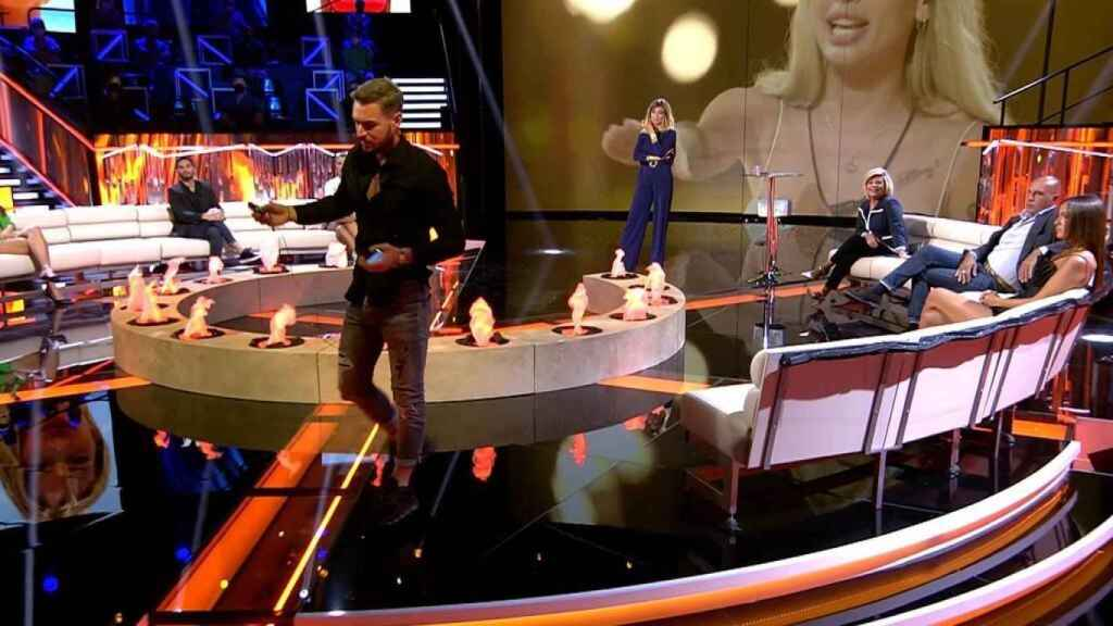 Tony Spina se marcha del debate de 'La última tentación' tras chocar con Sandra Barneda