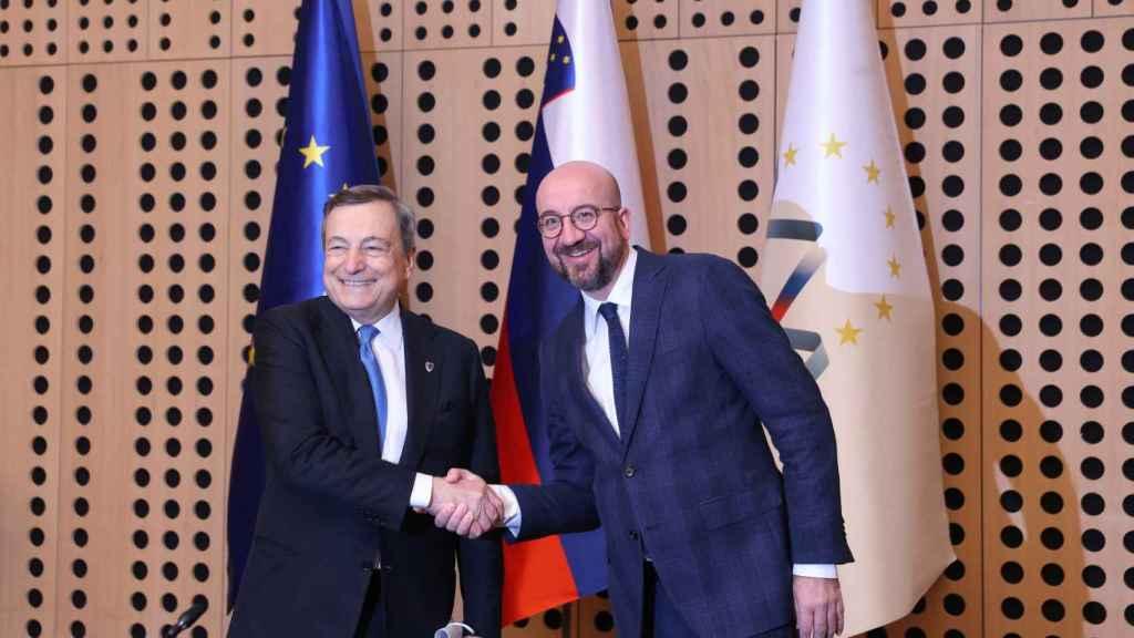 Mario Draghi y Charles Michel, durante la cumbre informal de Eslovenia