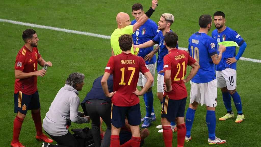 Momento de la expulsión de Bonucci en el Italia - España