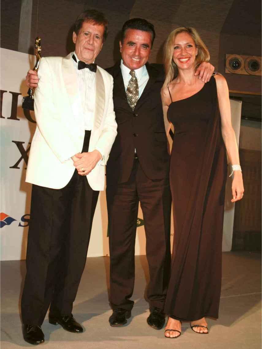 Hilario López Millán, José Ortega Cano y Marta Robles, durante la entrega de Premios Antena de Oro en 2004.