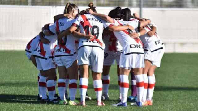 Piña de las jugadoras del Rayo Vallecano Femenino