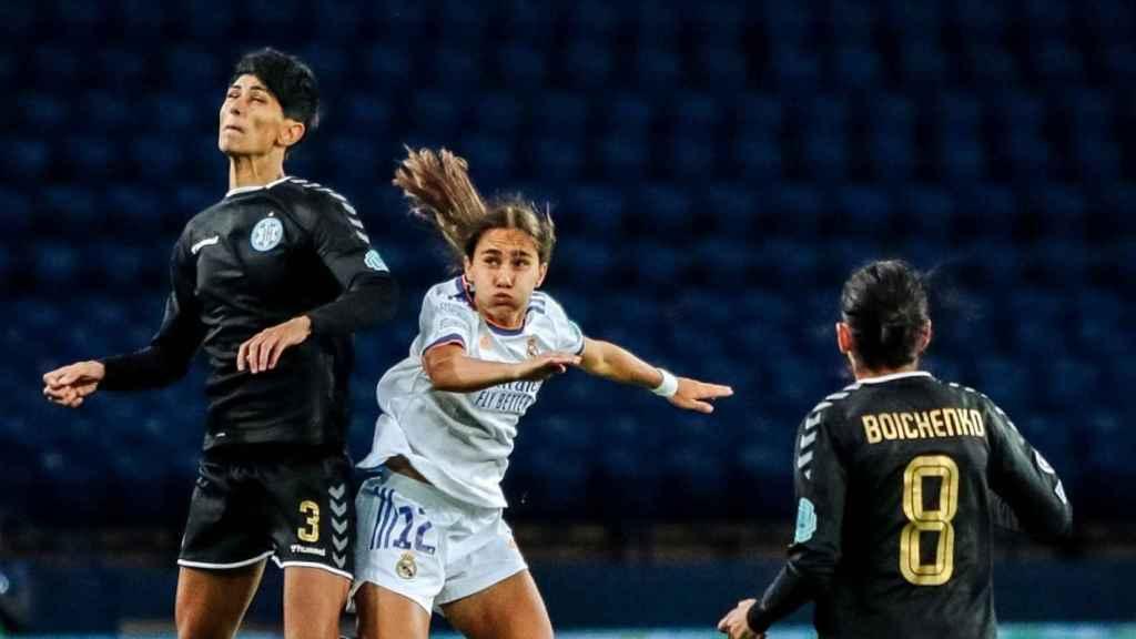 Lorena Navarro, durante el WFC Zhytlobud-1 Kharkiv - Real Madrid Femenino