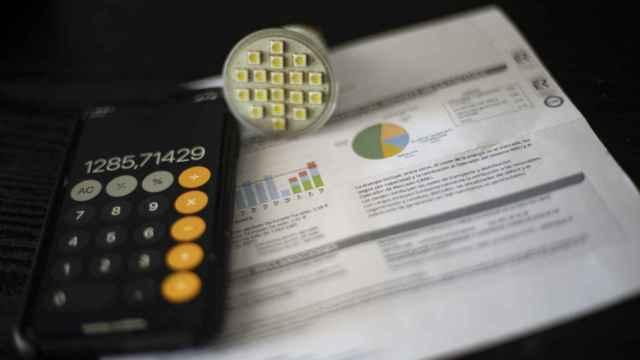 Adicae considera que las eléctricas dificultan la tramitación del bono social para la factura de la luz
