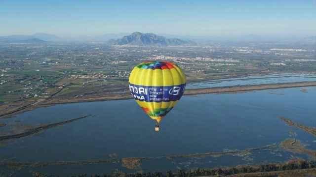 Imagen promocional de la empresa sobre vuelos en el espacio protegido de El Hondo.