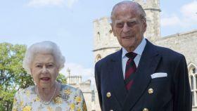 Isabel II y el duque de Edimburgo en el 99 cumpleaños del fallecido Príncipe.