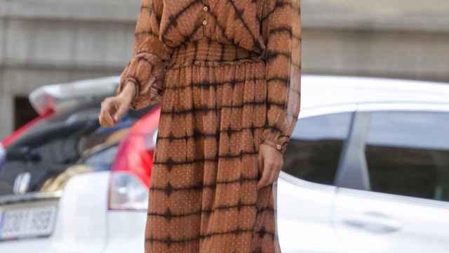 Una espectacular Sara Carbonero ejerce de modelo por las calles de Madrid